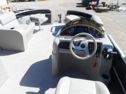 2004 - Smoker-Craft Boats - M-818 Infinity Cruise